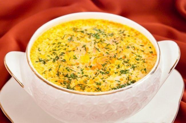 Смачний вершковий суп з сьомгою