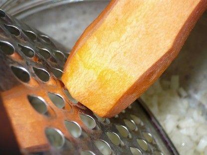 Моркву натерти на крупній тертці