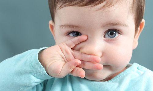 Як треба лікувати нежить у новонародженої дитини